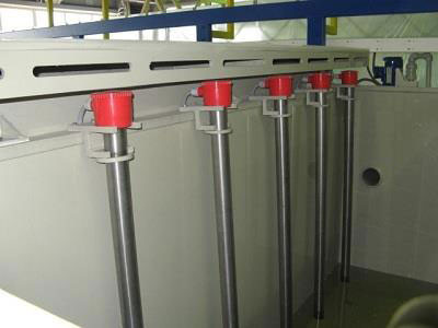Трубчатые нагреватели, установленные на стенке ванны